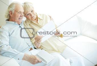 Reading letter