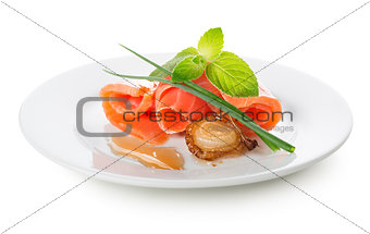 Salmon rolls with fried onion