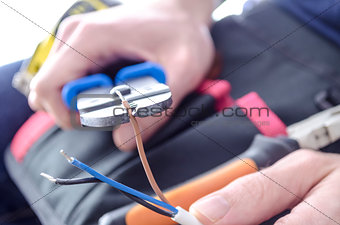 Cutting electric wires