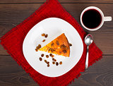 Cottage cheese pie with raisins