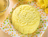 Snowy skin lotus paste mooncake