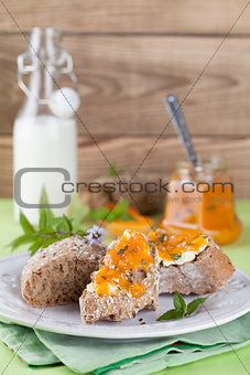 Bread with apricot and mint jam
