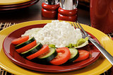 Cottage cheese with cucumber and tomato