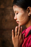 Myanmar girl is praying