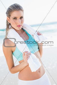 Relaxed fit blonde in sportswear holding towel