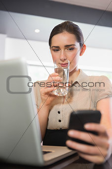 Businesswoman drinking water in a cafe