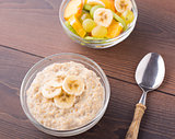 Oat porridge and fruits