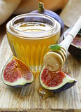 Fresh ripe figs and light honey - a healthy dessert