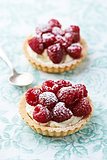 Little mascarpone tart with raspberries