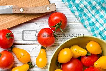 tomatoes on kitchen table
