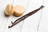 vanilla macaroons with vanilla pod