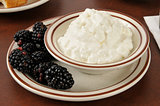 Cottage cheese with fresh blackberries