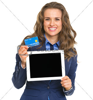 Smiling business woman holding tablet pc blank screen and credit