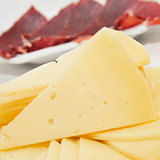 spanish serrano ham and manchego cheese tapas