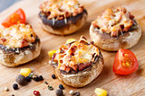 Stuffed champignons with ham and cheese