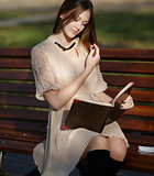 Pretty woman  reading book