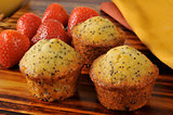 Poppyseed muffins with strawberries