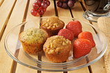 Mini muffins and strawberries