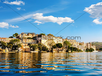 Lake Pichola and City Palace in Udaipur. India.