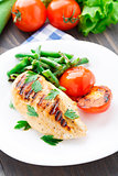 Grilled chicken with green beans and tomatoes