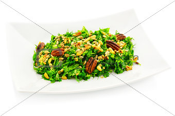 Green salad with roasted nuts