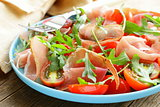 salad with parma ham (jamon)