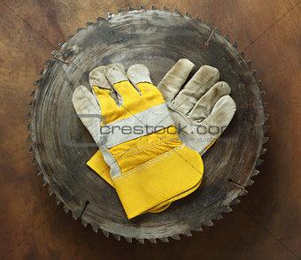 circular saw and gloves