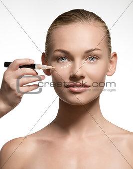 beauty girl preparing her skin for the make-up