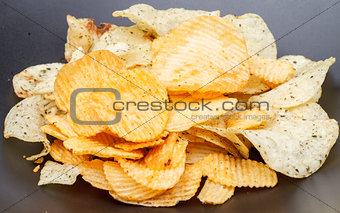 potato chip on black dish