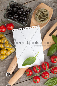 Blank notepad paper for your recipes and food