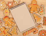 Blank notepad with christmas gingerbread cookies