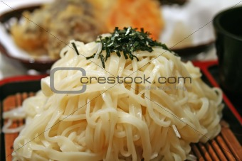 udon noodle on bamboo mat