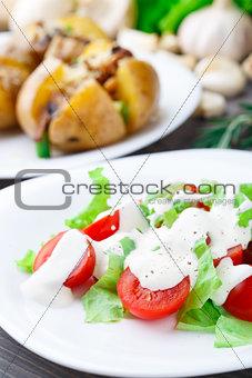 Tomato and lattuce salad