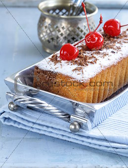 pound cake with powdered sugar and berries
