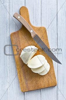 sliced mozzarella cheese