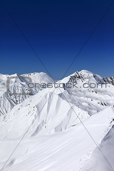 Off-piste slope and blue clear sky in sun day
