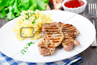 Grilled pork with mashed potato