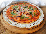 Pizza with mozzarella cheese , salmon, onion