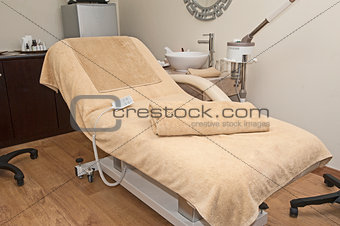 Treatment bed in a health spa