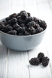 blackberry fruit in bowl