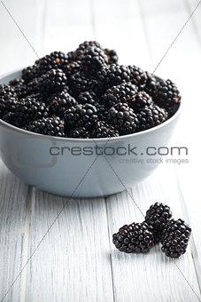 blackberry fruit in bowl