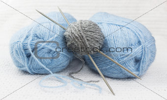 blue and gray wool yarn ball