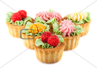 Cakes basket with cream