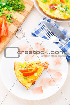 Omelette with vegetables and prosciutto
