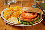 Salmon burger with Macaroni and Cheese