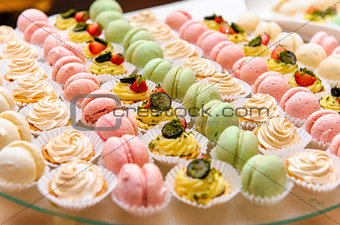 Cakes and macaroons
