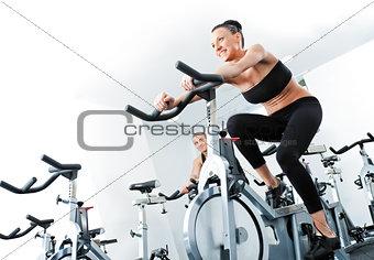 woman veloargometer gim fitness