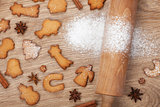 Rolling pin and gingerbread cookies
