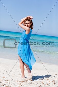 beautful happy woman on the beach lifestyle summertime