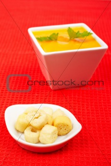 Bread croutons and carrots puree